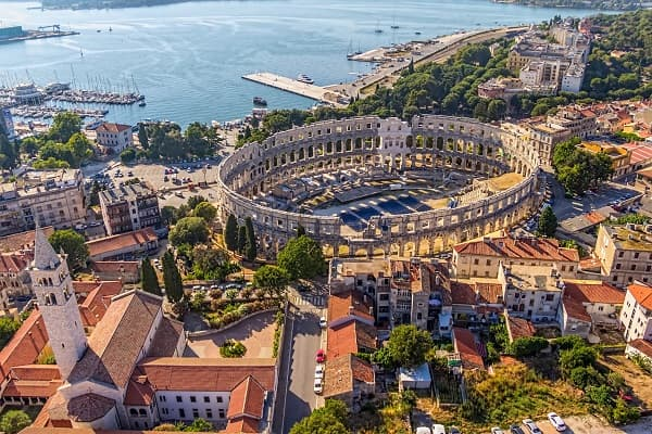 Cheap apartments and private accommodation Pula